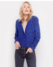 https://lilyandlionel.com/clothing/evie-blue-leopard-print-daria-blouse.html