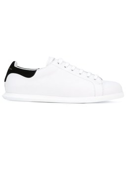 https://www.farfetch.com/uk/shopping/women/alexander-mcqueen-contrasting-heel-counter-sneakers-item-12380333.aspx