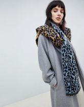 https://www.asos.com/asos-design/asos-design-oversized-woven-scarf-in-leopard-print/prd/9783912?clr=multi&SearchQuery=&cid=4174&gridcolumn=3&gridrow=2&gridsize=3&pge=8&pgesize=72&totalstyles=3612