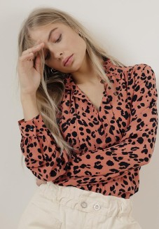 https://lilyandlionel.com/uk/clothing/rose-leopard-devon-shirt.html